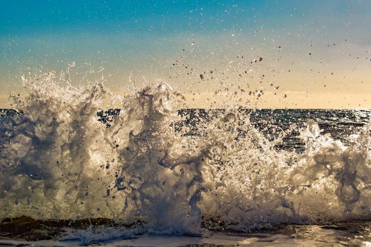 wave-3784328_1920.jpg